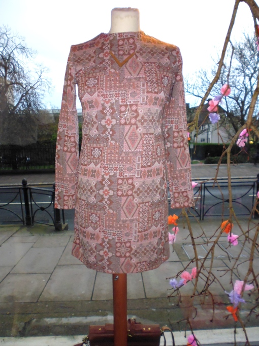 Vintage 70s dress with hand made Mileki necklace!